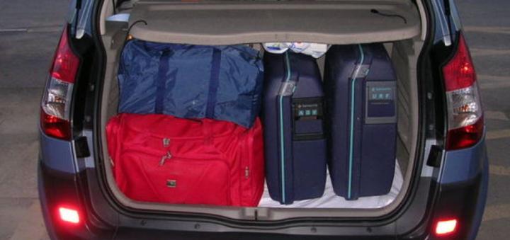 Equipaje en el maletero